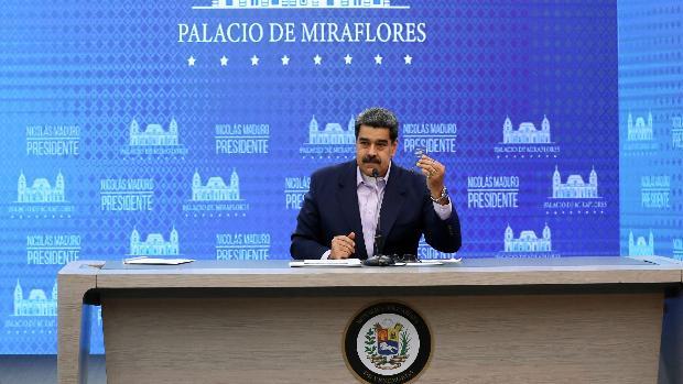 Maduro sube el precio de la gasolina y abre la puerta a la venta en dólares