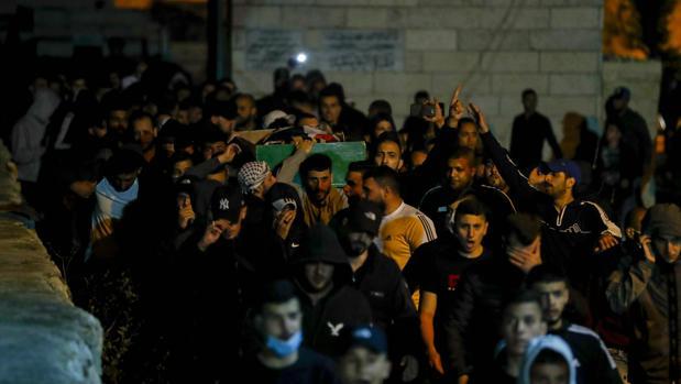 Jerusalén despide al joven autista abatido por disparos de la policía