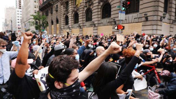 «No sois aliados»: las protestas tratan de despegarse de los saqueos y la violencia