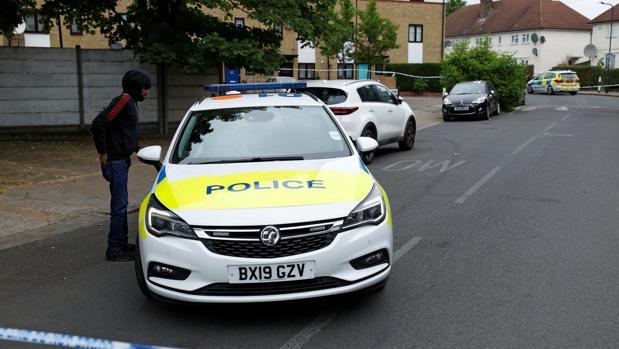 Un niño y tres adultos resultan heridos en un tiroteo en Londres