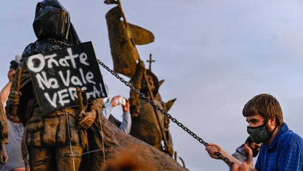 Un herido en EE.UU. en los disturbios por una estatua del conquistador español Juan de Oñate
