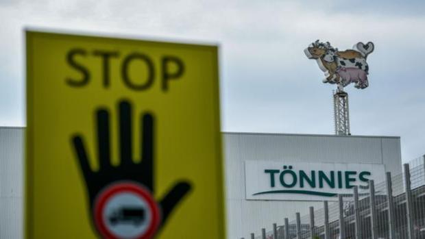 Alemania confina a 365.000 personas del distrito de Gütersloh tras el brote en el matadero