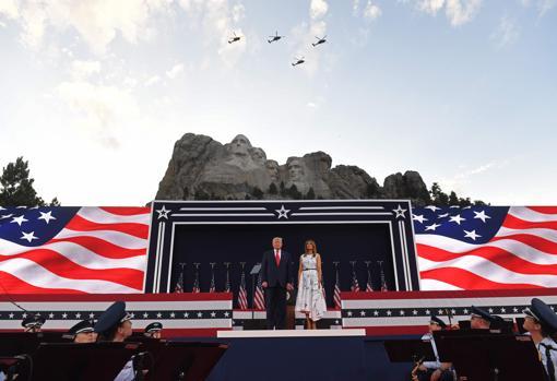 Trump, con la primera dama, Melania Trump, en el Monte Rushmore