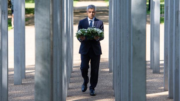 Londres recuerda a las víctimas del peor atentado terrorista en el Reino Unido 15 años después