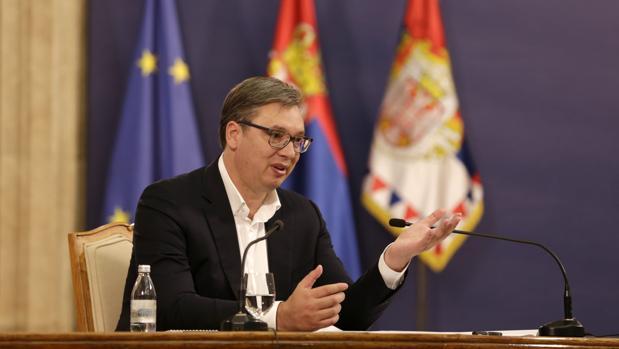 El presidente de Serbia acusa a los manifestantes de expandir el virus