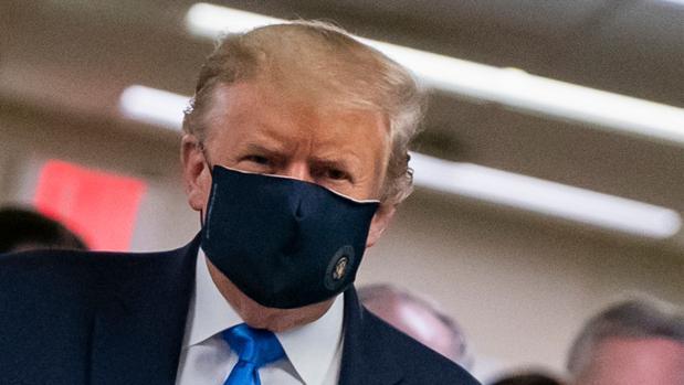 Trump rectifica y dice ahora que llevar mascarillas es «patriótico»