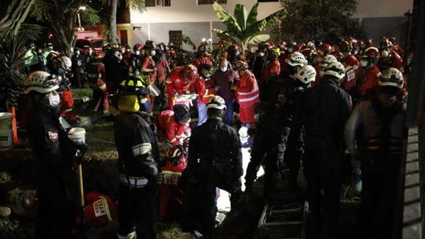 Hallan muerto a un niño de dos años que cayó en un pozo mientras jugaba en un parque en Perú