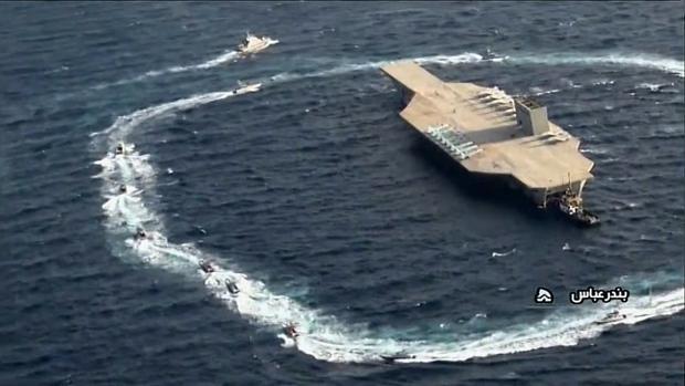 Irán destruye una réplica de un portaaviones estadounidense en un ataque simulado en el Golfo