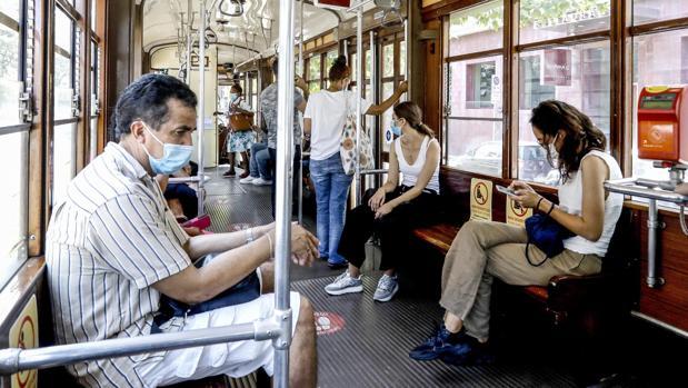 La lección de Italia: el Gobierno obedece a su comité técnico y ordena el distanciamiento social en los trenes