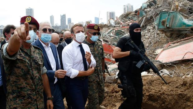 Macron se pone al frente de la ayuda internacional a la devastada Beirut