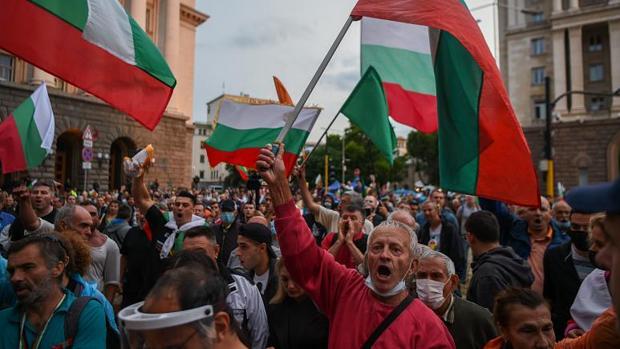 Pulso sin tregua en Bulgaria entre el Gobierno pro-europeo y el rusófilo jefe del Estado