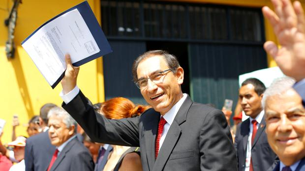 El Gobierno peruano califica de «golpismo» la moción de censura contra Vizcarra