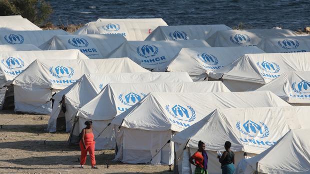 Atenas solo estudiará el asilo de los inmigrantes que se muevan al nuevo campamento en Lesbos
