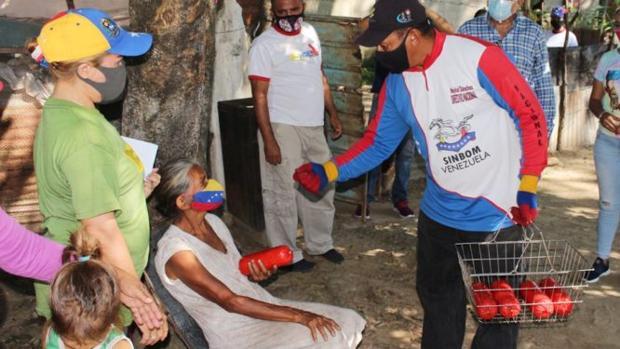Maduro regala mortadela para conseguir votos para las parlamentarias
