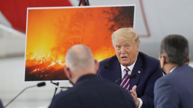 Trump cuestiona a la ciencia que denuncia el cambio climático y Biden lo tilda de «pirómano del clima»
