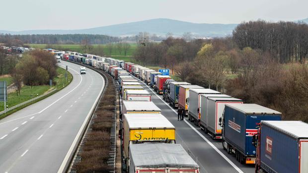 Hallan en un camión de mercancías a 43 inmigrantes a punto de asfixiarse en Austria