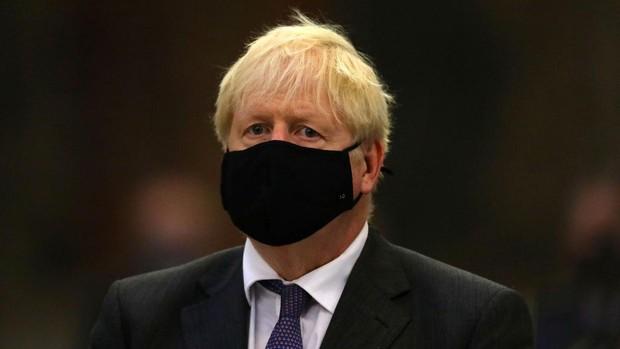 Boris Johnson, agobiado porque su salario de primer ministro no es suficiente