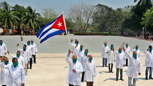 Más de 400 médicos denuncian ante la ONU a la Seguridad del Estado de Cuba por esclavitud