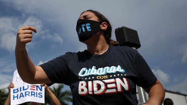 Alarma en la campaña de Biden por los malos sondeos sobre latinos