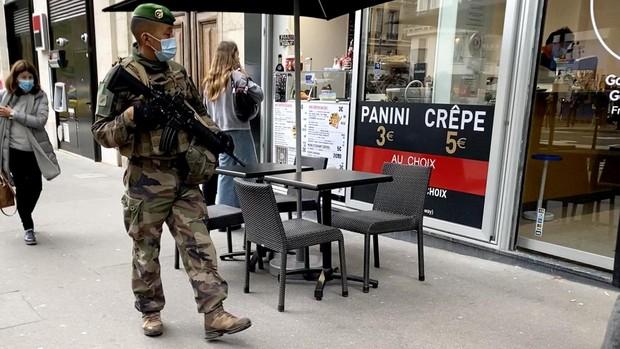 París espera con angustia contenida el toque de queda