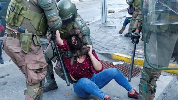 Casi 600 detenidos y una persona muerta, en la conmemoración del estallido social en Chile