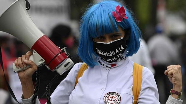La pandemia se ceba en Latinoamérica con la mayor caída económica mundial y un tercio de las muertes