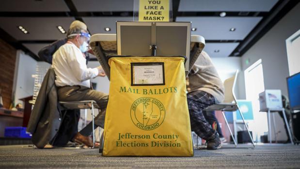 Biden se adelanta con el recuento del voto por correo
