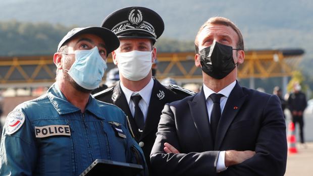 Macron anuncia que reforzará los controles fronterizos para frenar la inmigración irregular y el terrorismo