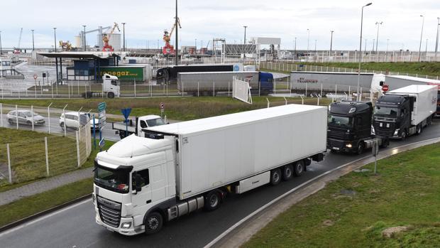 Francia reabre su frontera con el Reino Unido imponiendo pruebas sanitarias para poder cruzar