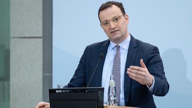 El ministro de Sanidad de Alemania retoma la carrera para suceder a Merkel