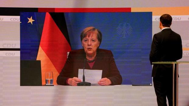Merkel no apoya a ninguno de los tres candidatos a sucederla