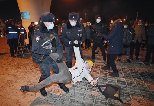 پلیس روسیه طرفداران الکسی ناوالنی را در فرودگاه مسکو بازداشت کرد