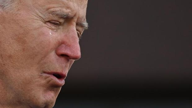 A Joe Biden se le escapa una lágrima en su despedida antes de partir a Washington para su investidura