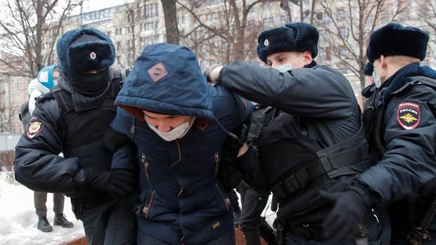 Detienen a la mujer de Navalni y a centenares de manifestantes durante las protestas en Rusia