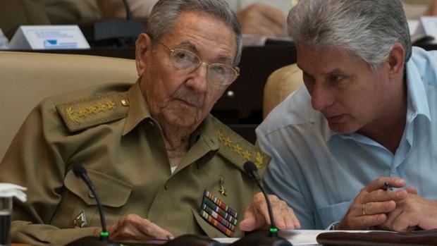 El líder del PSOE en la Eurocámara alaba la labor de Raúl Castro al frente del PCC y de Cuba