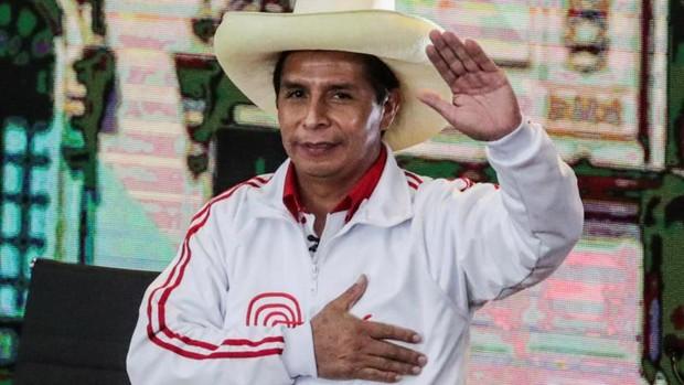 El izquierdista Pedro Castillo se impone en un Perú partido en dos
