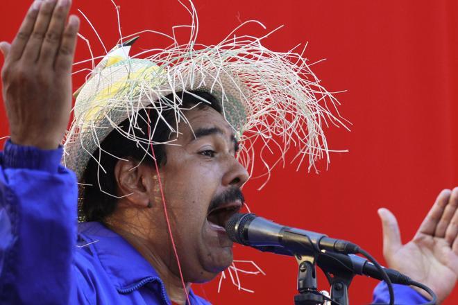 El líder chavista Nicolás Maduro llamó «mariconsones» a la oposición