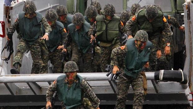 China realiza un simulacro de desembarco militar cerca de Taiwán