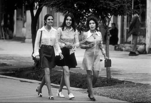 Women walking through Kabul, Afghanistan, in 1972
