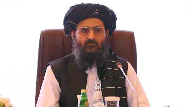 Llega a Kabul el cofundador y jefe negociador talibán para discutir el futuro Gobierno afgano