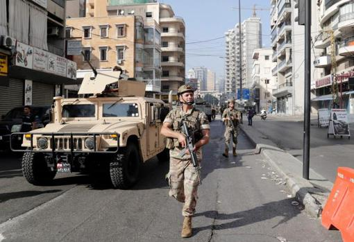 Lebanese army soldiers patrol the area of the clashes