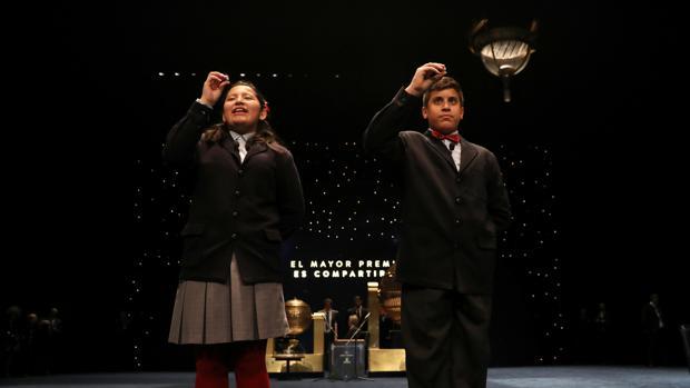 Los niños del colegio de San Ildefonso cantan la Lotería de Navidad todos los años