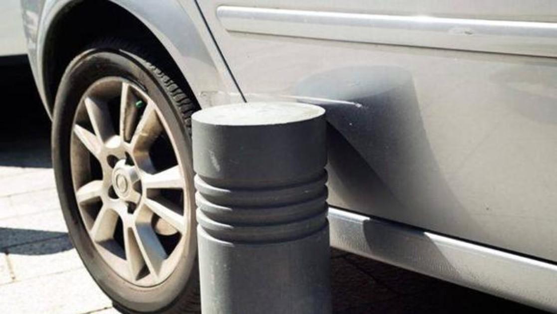 Cómo reclamar si un bolardo «invisible» provoca daños en mi coche