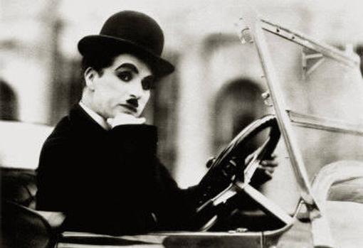 Charlie Chaplin al volante