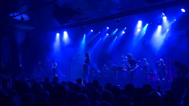 Hozier durante su actuación en el concierto en Madrid