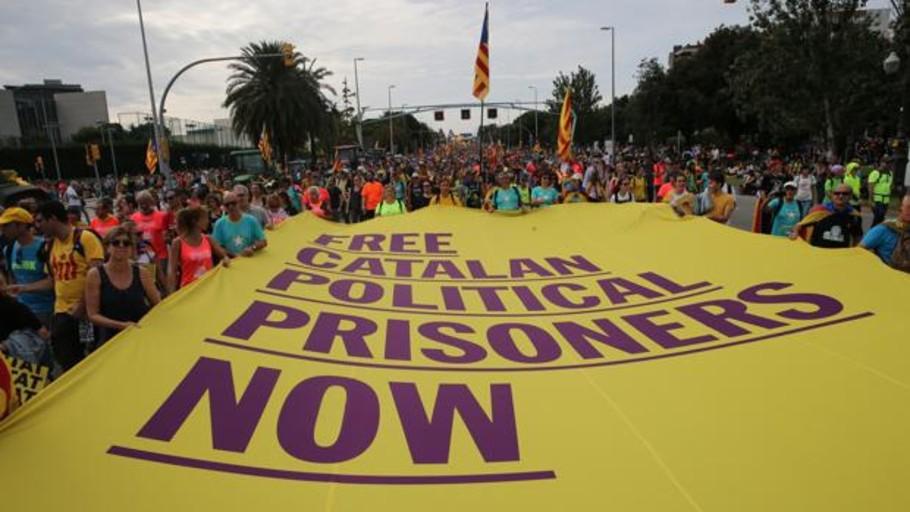 El obispo independentista de Gerona pide la libertad de los presos en la homilía