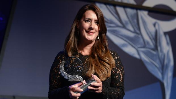 Dolores Redondo, recogiendo el Premio Planeta, en octubre