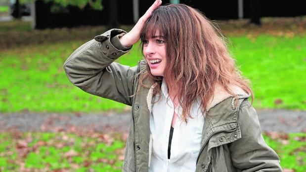 Anne Hathaway protagoniza «Colossal», de Vigalondo