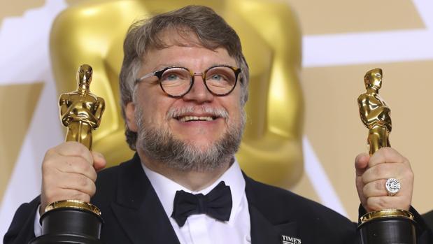 Guillermo del Toro recobe el Oscar a mejor director