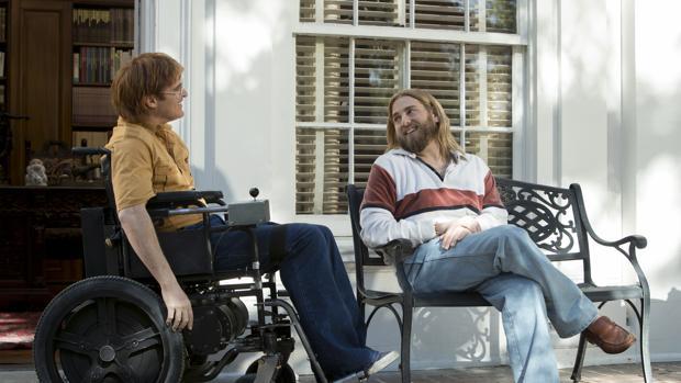 Joaquin Phoenix y Jonah Hill en «No te preocupes, no llegará lejos a pie»
